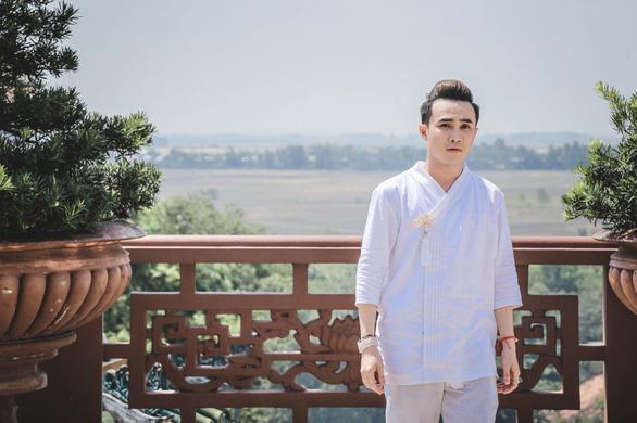 Ai chết giơ tay, Huỳnh Lập làm dân mạng náo loạn bắt ma - Ảnh 1.