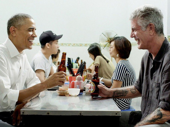Đầu bếp ăn bún chả cùng Tổng thống Obama treo cổ tự tử - Ảnh 2.