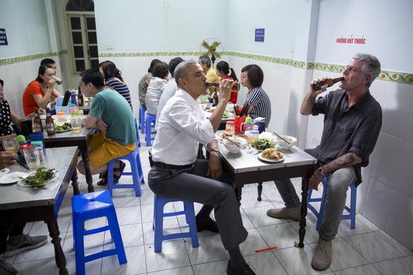 Ông Obama nói nhớ mãi buổi ăn bún chả cùng đầu bếp Bourdain tại Hà Nội - Ảnh 1.