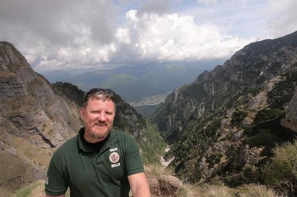 Cựu binh 48 tuổi và hành trình đi bộ 5 tháng tới Nga xem World Cup - Ảnh 2.