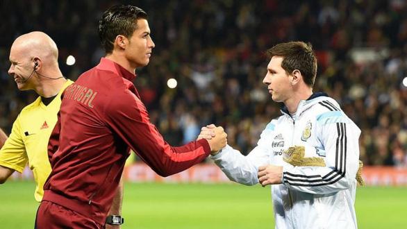 Thế giới xẻ nửa trong ngày Messi gọi Ronaldo về nước - Ảnh 8.