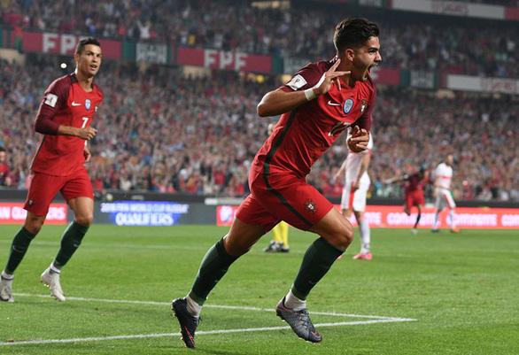 Hé lộ gương mặt kế nhiệm Ronaldo chỉ sau 15 phút xuất hiện - Ảnh 8.
