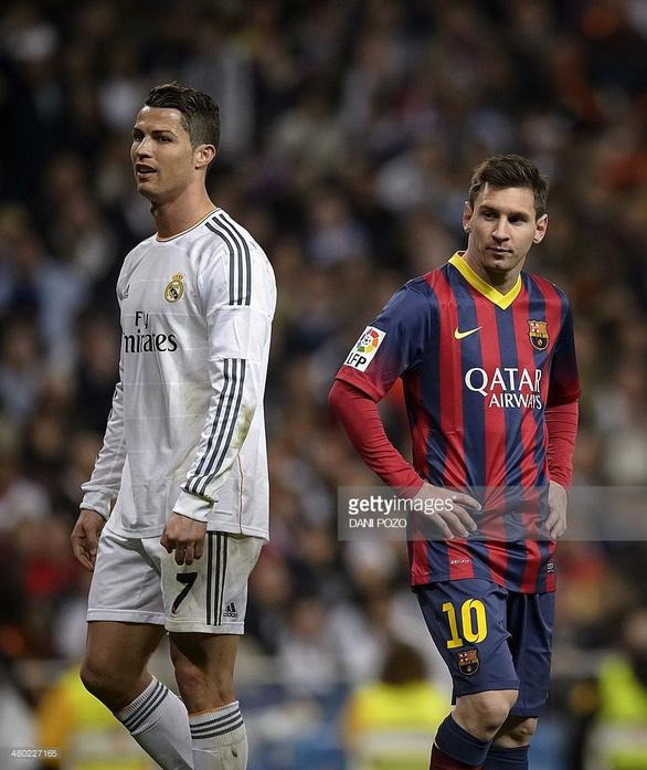 Thế giới xẻ nửa trong ngày Messi gọi Ronaldo về nước - Ảnh 9.