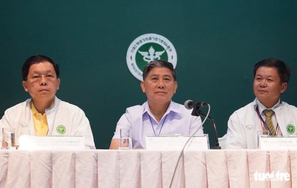 Các em được cứu khỏi hang Tham Luang đã được gặp người thân - Ảnh 4.