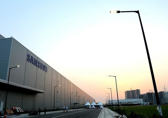 Samsung mở nhà máy điện thoại lớn nhất thế giới tại Ấn Độ - Ảnh 1.