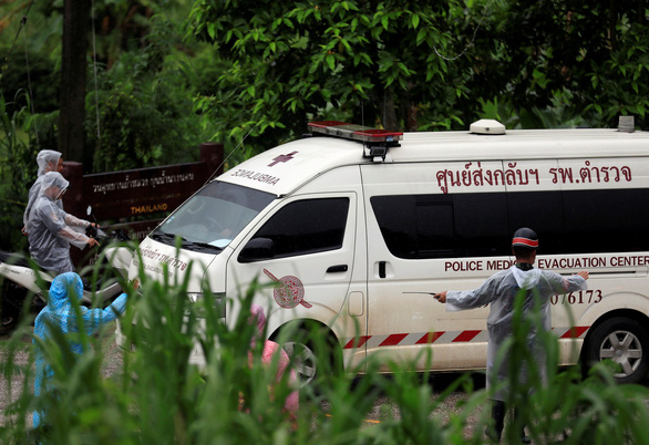 Thái Lan bắt đầu giải cứu nốt đội bóng trong mưa lớn - Ảnh 1.
