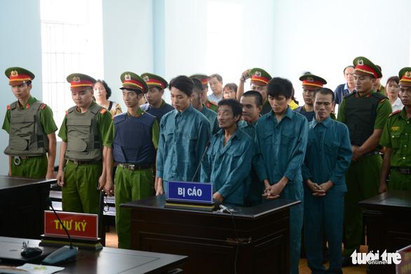Gây rối ở Bình Thuận, 6 bị cáo bị phạt tù từ 24-30 tháng - Ảnh 1.