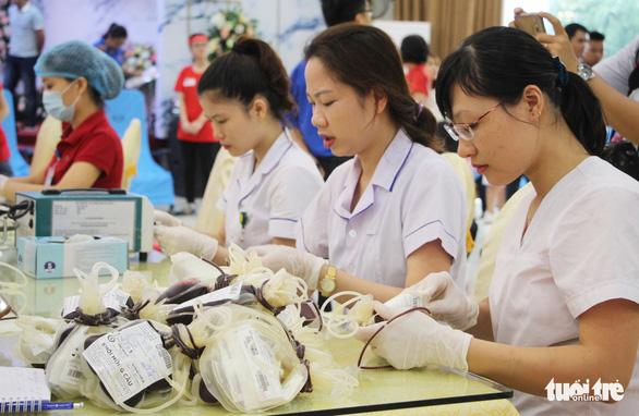 Gần 2.000 bạn trẻ xứ Nghệ đội mưa đi hiến máu - Ảnh 4.