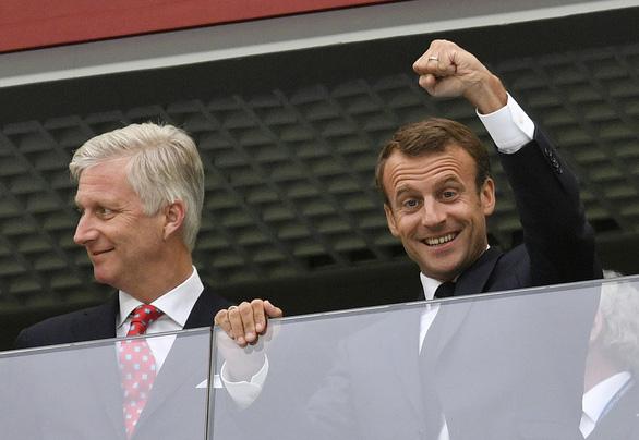 Pháp thắng Bỉ: Kinh đô ánh sáng rực rỡ vì những chú gà trống Gô-loa - Ảnh 6.