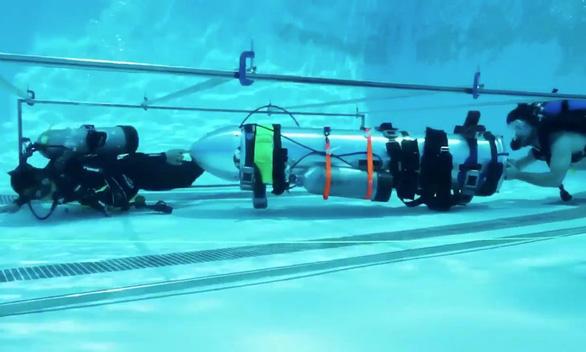 Elon Musk bực mình vì tàu ngầm mini bị nói không phù hợp cứu hộ - Ảnh 1.
