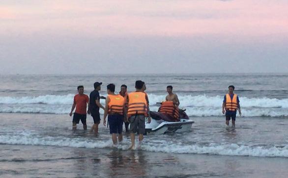 Tắm biển, 4 người bị đuối nước, chỉ cứu được 3 - Ảnh 1.