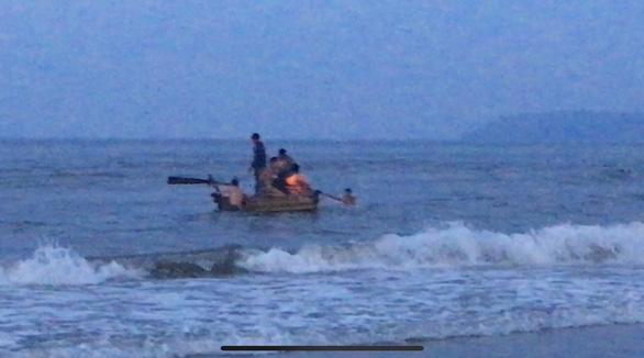 Tắm biển, 4 người bị đuối nước, chỉ cứu được 3 - Ảnh 2.