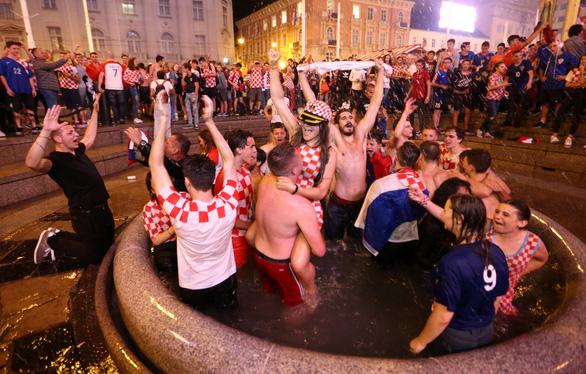 Cả nước Croatia ăn mừng, Thủ tướng Anh tự hào về Tam sư - Ảnh 4.