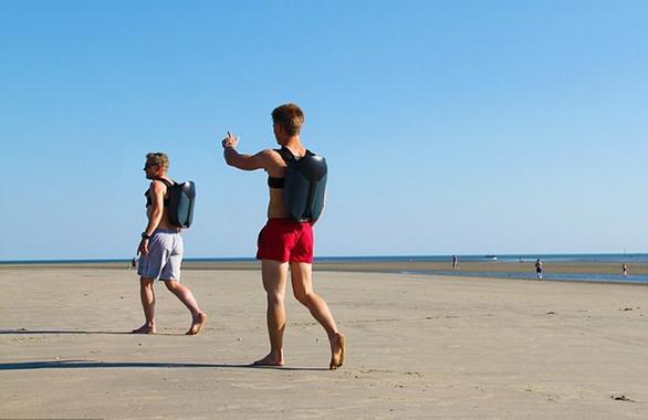 Sinh viên phát minh ba lô phản lực dưới nước, giúp bơi 12km/h - Ảnh 2.