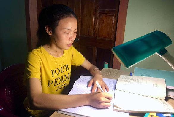 Nữ sinh góp nhặt điểm cao  từ những đoạn văn, bài báo - Ảnh 1.