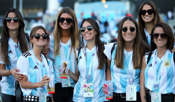 FIFA yêu cầu báo chí bớt tập trung vào hot girl tại World Cup - Ảnh 3.