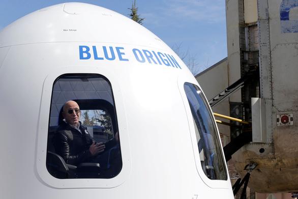 Vé bay vào không gian không dưới 5 tỉ đồng - Ảnh 1.