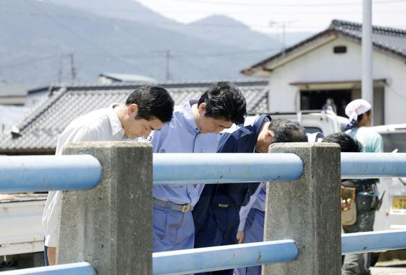 Thủ tướng Nhật tăng cứu trợ thiên tai gần 20 lần so với lần đầu - Ảnh 1.