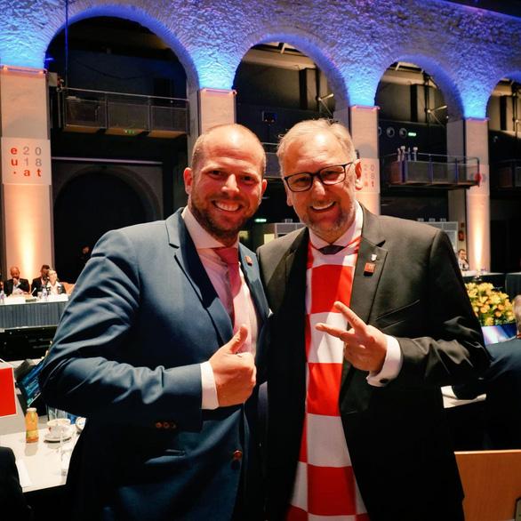 Các bộ trưởng Croatia kéo cả hội mặc áo tuyển Croatia đi họp - Ảnh 4.