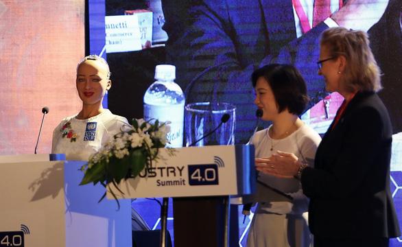 Robot Sophia đến Việt Nam: Người trẻ phải sẵn sàng đón nhận thách thức - Ảnh 1.