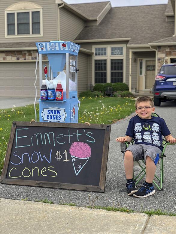 Cậu bé 6 tuổi lập doanh nghiệp bán kem đá bào - Ảnh 5.