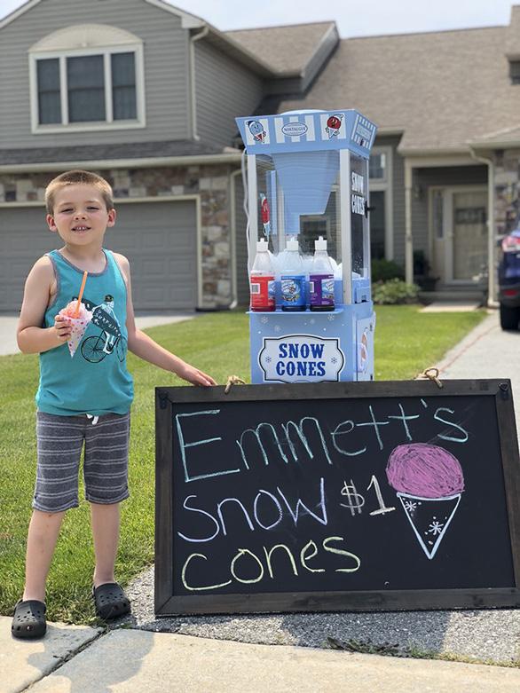 Cậu bé 6 tuổi lập doanh nghiệp bán kem đá bào - Ảnh 6.