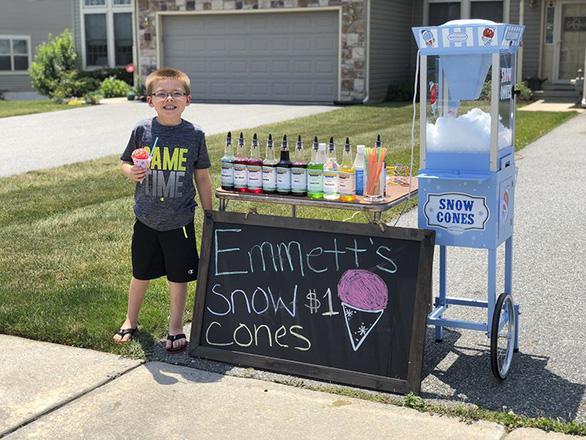 Cậu bé 6 tuổi lập doanh nghiệp bán kem đá bào - Ảnh 7.