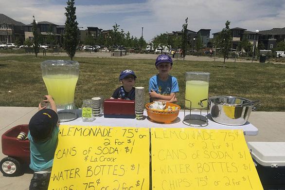 Cậu bé 6 tuổi lập doanh nghiệp bán kem đá bào - Ảnh 9.