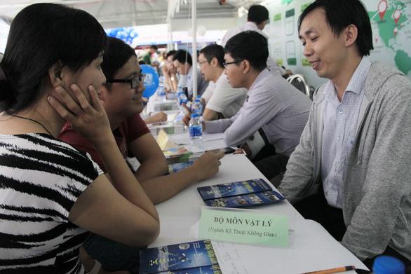 Ngày hội tư vấn xét tuyển đại học, cao đẳng tại TP.HCM - Ảnh 14.