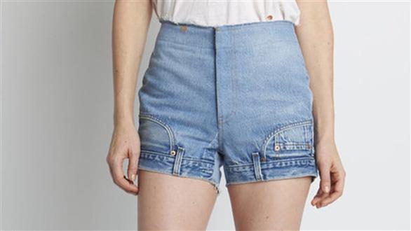 Bối rối với mốt quần jeans lộn ngược - Ảnh 1.