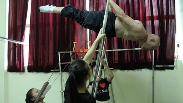Nghệ sĩ xiếc Lê Văn Thể tuổi 78 vẫn làm việc để thỏa cơn nghiện xiếc - Ảnh 4.