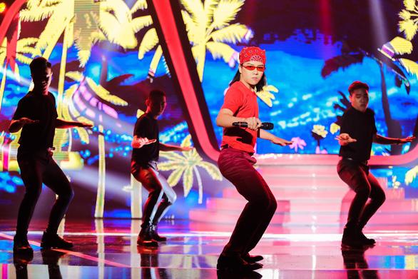 Gương mặt thân quen: Duy Khánh nhảy sung dù có tiền sử bệnh tim - Ảnh 1.