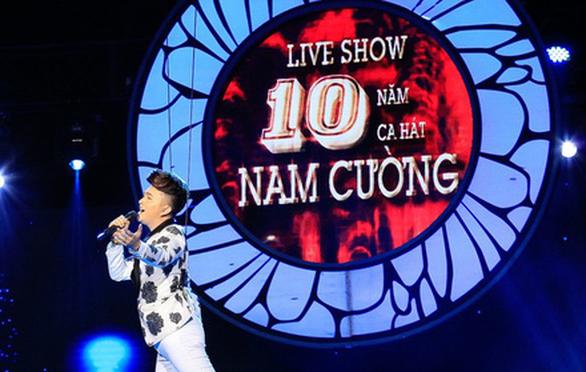 """Nam Cường """"bay giữa ngân hà"""" trong liveshow 10 năm ca hát - Ảnh 1."""