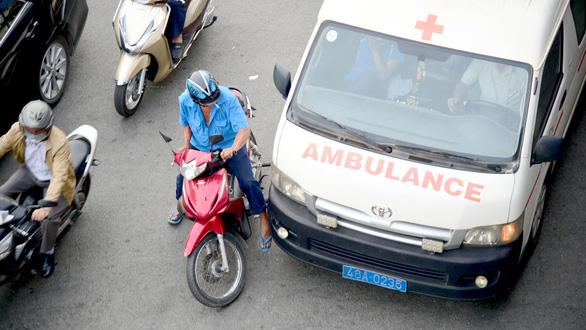 Cản đường xe cứu hỏa, cứu thương: Đừng gây ra tội vì thiếu ý thức! - Ảnh 1.