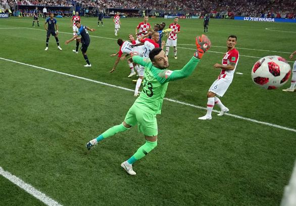 Mưa bàn thắng chung kết World Cup do thủ môn lười biếng của Croatia - Ảnh 4.