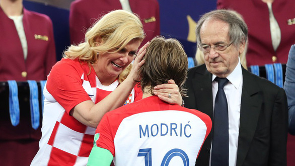Một mùa World Cup quá đỉnh của bà trùm sân cỏ - nữ Tổng thống Croatia - Ảnh 4.