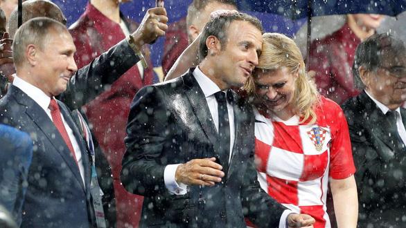 Một mùa World Cup quá đỉnh của bà trùm sân cỏ - nữ Tổng thống Croatia - Ảnh 9.