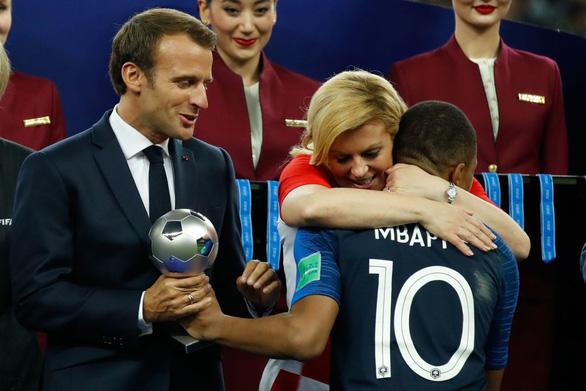 Một mùa World Cup quá đỉnh của bà trùm sân cỏ - nữ Tổng thống Croatia - Ảnh 8.