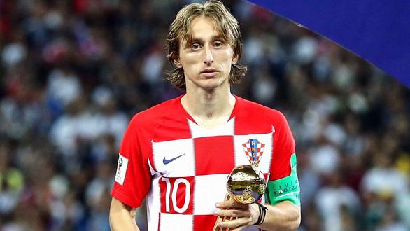 Xem đoạn phim tài liệu Luka Modric từng chăn dê khi mới 5 tuổi - Ảnh 1.