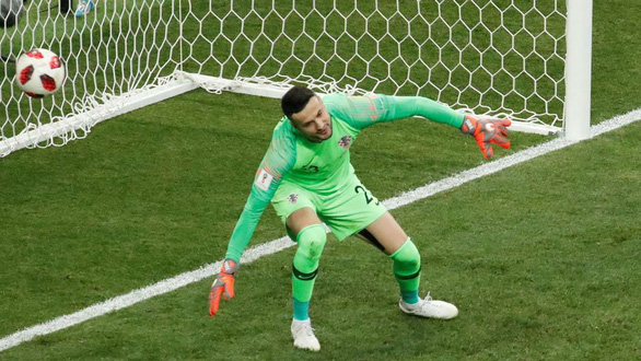 Mưa bàn thắng chung kết World Cup do thủ môn lười biếng của Croatia - Ảnh 2.