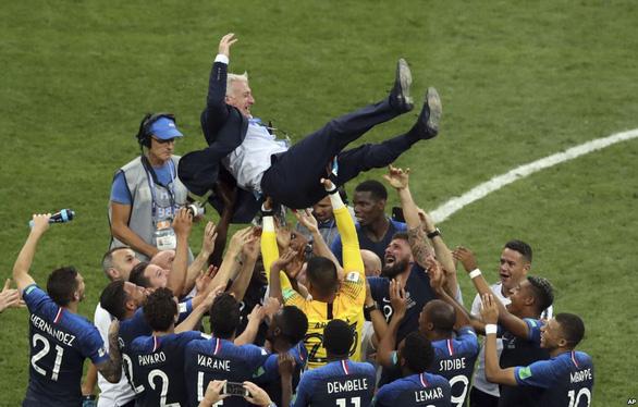 Mưa bàn thắng chung kết World Cup do thủ môn lười biếng của Croatia - Ảnh 1.