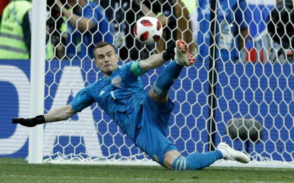 Subasic, Schmeichel, Akinfeev - các thủ môn hot nhất World Cup - Ảnh 4.