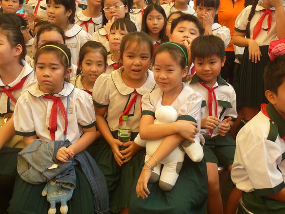 Hội phụ huynh không được thu tiền sửa trường, khen tặng giáo viên - Ảnh 1.