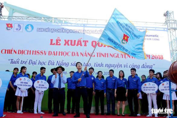 Sinh viên Đà Nẵng lên rừng, ra đảo, làm tình nguyện ở Lào - Ảnh 5.