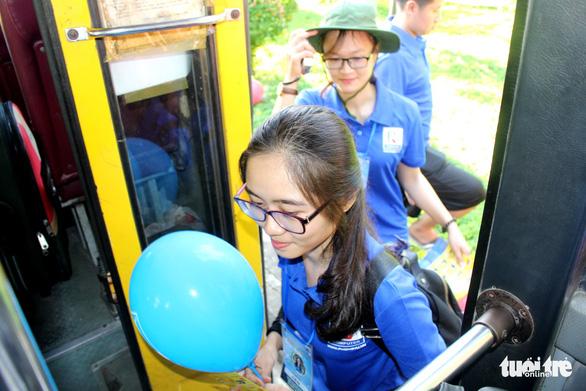 Sinh viên Đà Nẵng lên rừng, ra đảo, làm tình nguyện ở Lào - Ảnh 6.