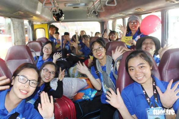 Sinh viên Đà Nẵng lên rừng, ra đảo, làm tình nguyện ở Lào - Ảnh 7.