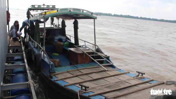Truy bắt nghi can giết người lái đò trên sông Tiền - Ảnh 1.