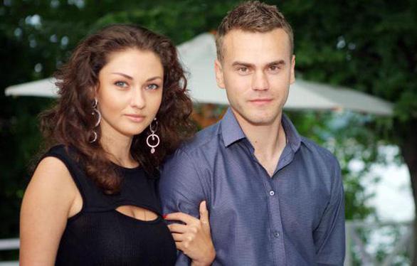 2-7: Phở Đặc Biệt bị bạo hành, dân mạng truy tìm danh tính vợ thủ môn Nga - Ảnh 13.