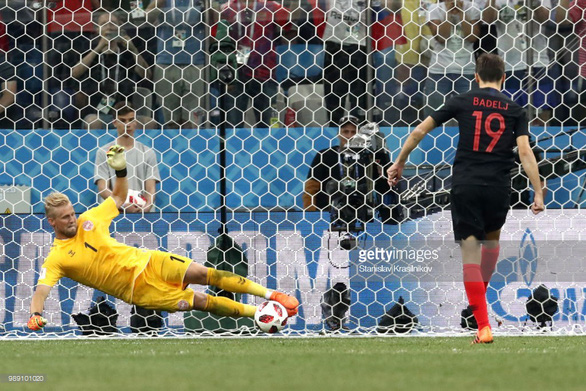 Subasic, Schmeichel, Akinfeev - các thủ môn hot nhất World Cup - Ảnh 2.