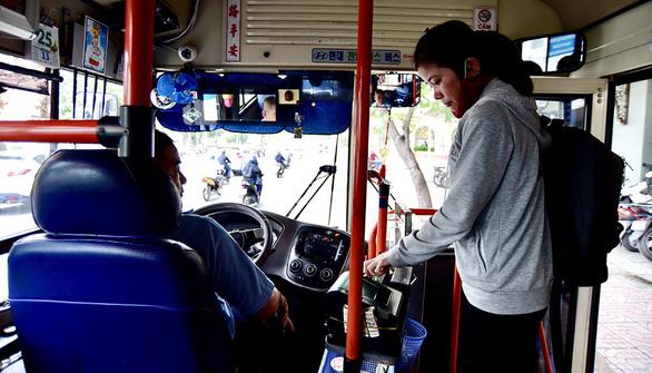 Khi xe buýt không có tiếp viên - Ảnh 1.